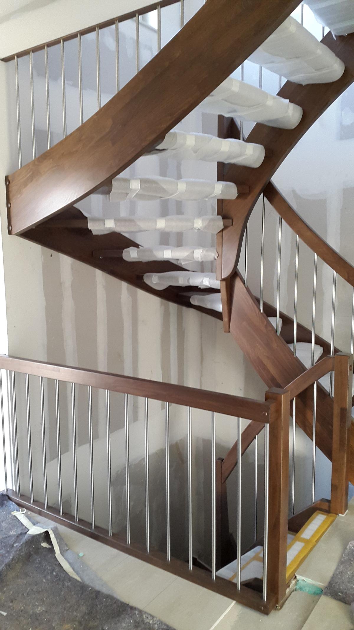 Treppe, Innentüren undFallrohre